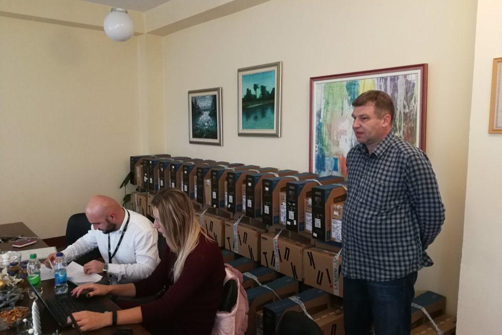 Dom zdravlja Srbac dobio računare u okviru projekta IZIS